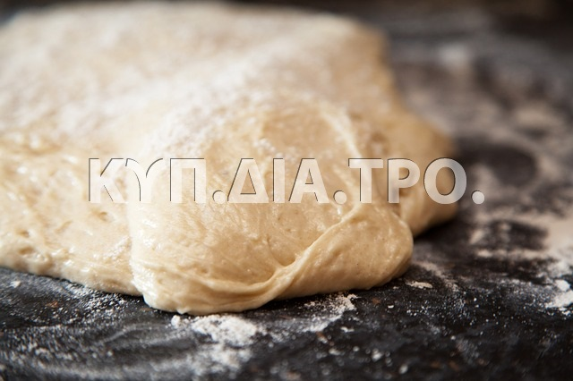 Ζύμη. <br/> Πηγή: https://pixabay.com/en/bake-bakery-bread-dough-flour-71700/
